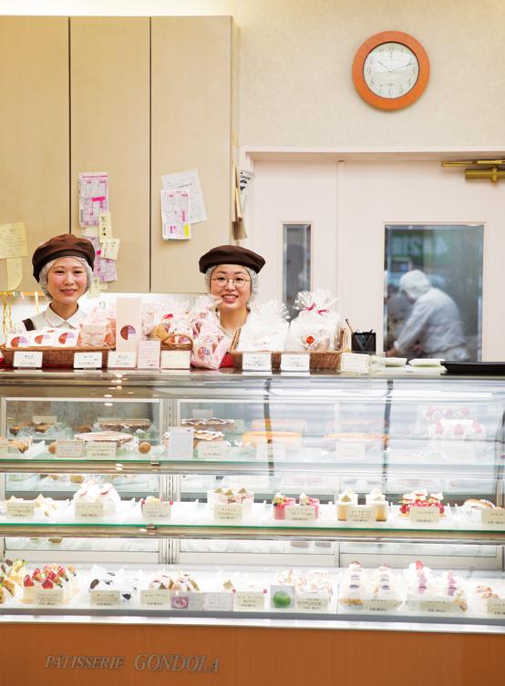 画像: ケーキの販売は専任を置かず、お菓子職人のスタッフがこなしている