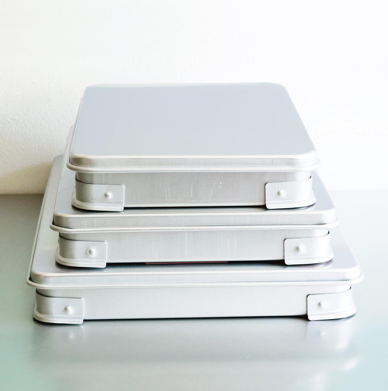 画像: ふた付きでスタッキングでき、使わないときは入れ子状に収納できる。小物の整理や、バーベキューの食材、餃子を詰めても