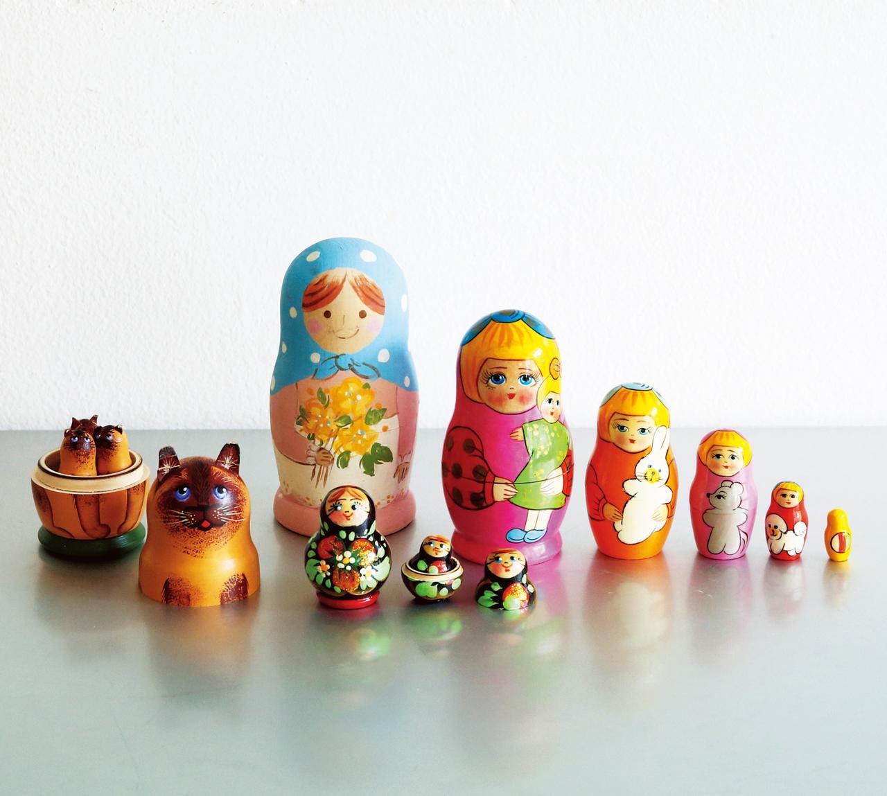 画像: 奈良のカフェ「カナカナ」で見つけたロシア雑貨。猫マトリョーシカにひと目惚れ。パステルカラーの子は、自分で絵付けしたオリジナル