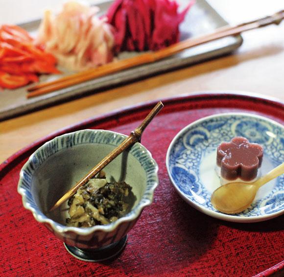画像: 信州のお茶請けは、漬物が多い。野沢菜や水羊かんなどの手づくりのお茶請けでもてなすのが横山さん流