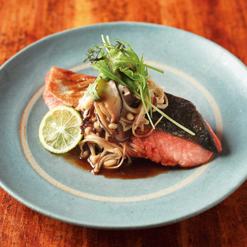 画像1: 鮭のソテー たっぷりきのこのせ