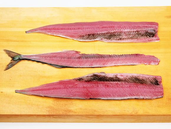 画像: 身の幅が狭く、やわらかい魚は、一気におろせる大名おろしが向いている