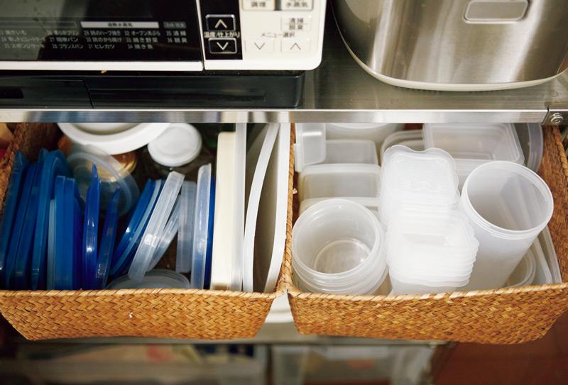 画像: 意外にかさばる保存容器。身とふたを別々に収納してみたら、使いやすく、収納スペースも小さくなった。同じシリーズでそろえるのがポイント