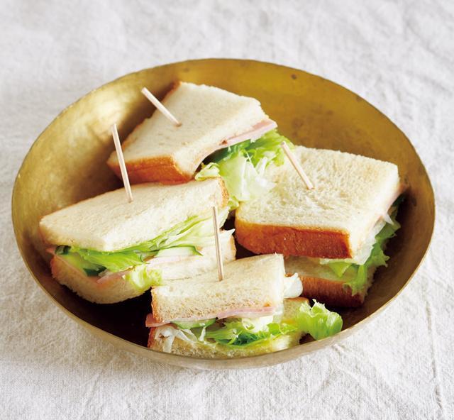 画像: ハムとレタスのサンドイッチ
