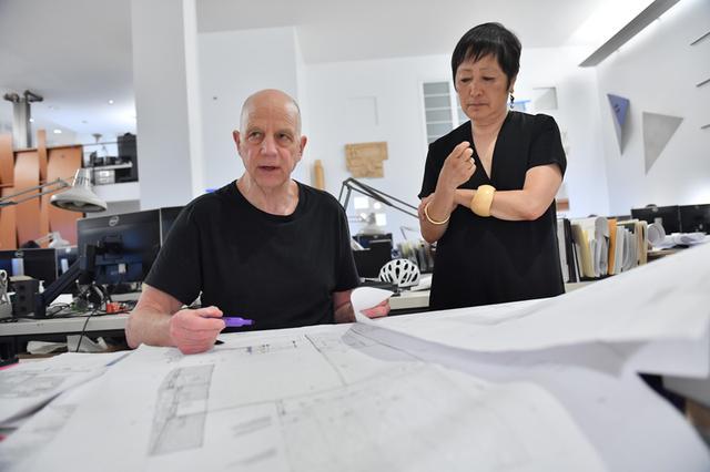 画像: ニューヨークの建築事務所にて 2019年 At their studio in New York, 2019
