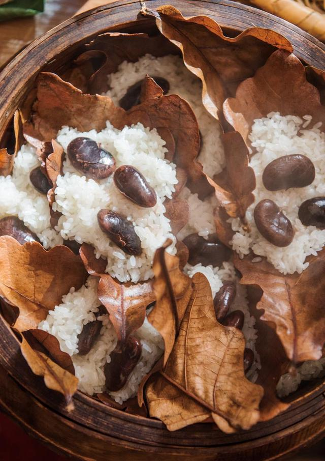 画像: 花豆おこわの柏葉蒸し