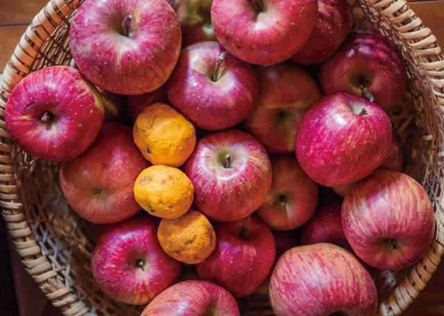 画像: 信州では秋からりんごが出はじめ、早生から晩生の品種を春先まで長く大切に食べつなぎます