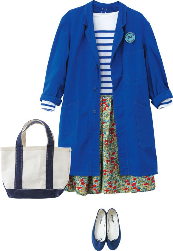 画像: 「オーシバル」のボーダーに「ドレステリア」で見つけた花柄スカートを合わせたスタイル。ブルーの古着コートを羽織ることで柄がほどよく隠れるから、派手な印象になりすぎず、すっきりした仕上がりに