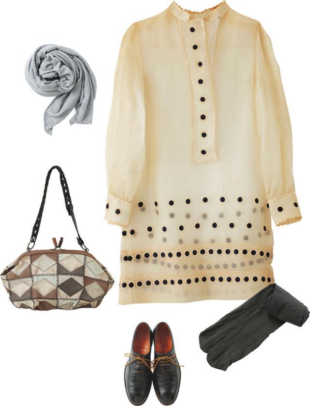 画像: 「ジバンシイ」のワンピースは、'50~'60年代のビンテージ。ヒールを履くときまりすぎてしまうから、厚手のタイツと「そのみつ」のレースアップシューズを合わせる。バッグは「ジャマン・ピュエッシュ」