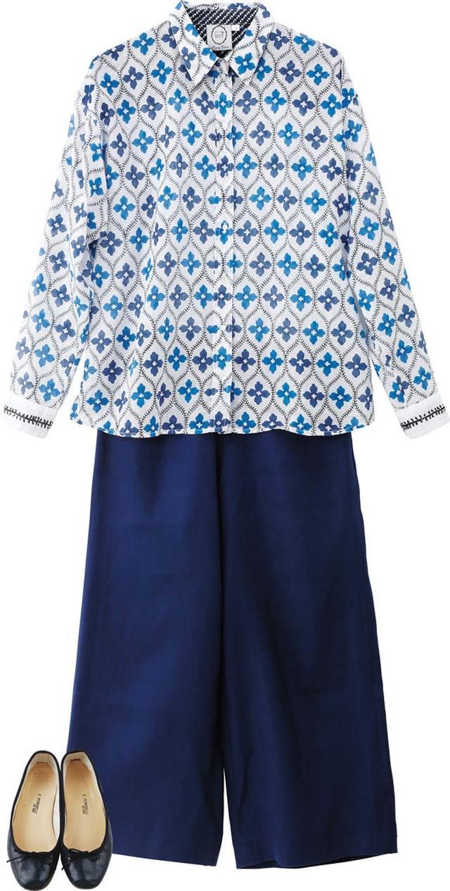 画像: 東京・吉祥寺の「ミュージアム オブ ユア ヒストリー」で見つけたブルーのさわやかなシャツ。合わせたのは、サイドファスナーで腰まわりがすっきり見える「マテリアルズ」のパンツ