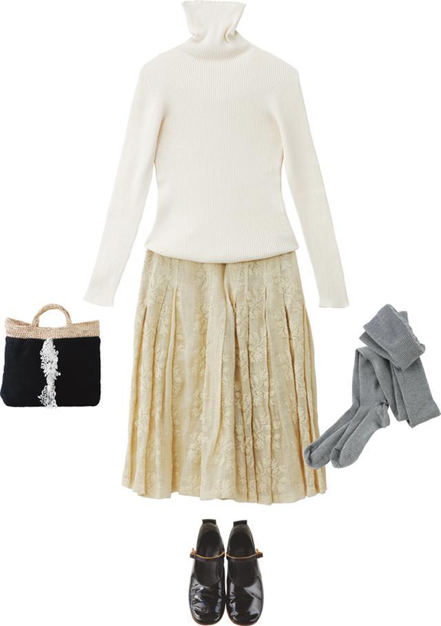 画像: 「ドリス ヴァン ノッテン」のスカートに「プリスティン」のニットを合わせた淡色コーディネート。黒の「エバゴス」のシューズや布物作家・中川糸子さんのリメイクバッグで、ほどよくアクセントをつける
