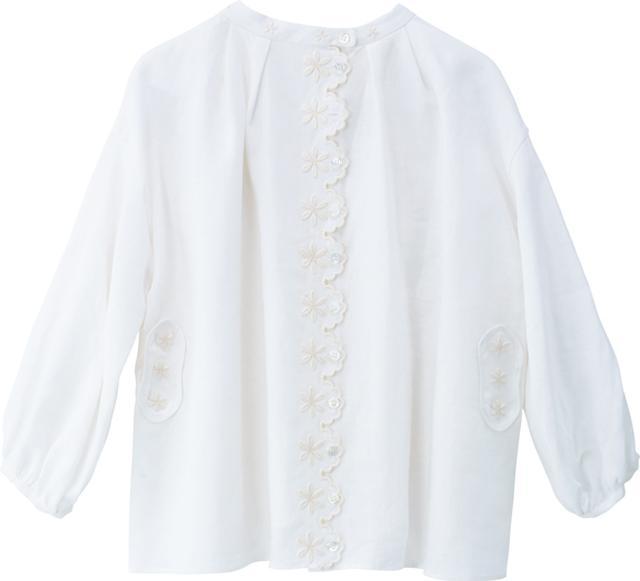 画像: シルエットがきれいな白いブラウス