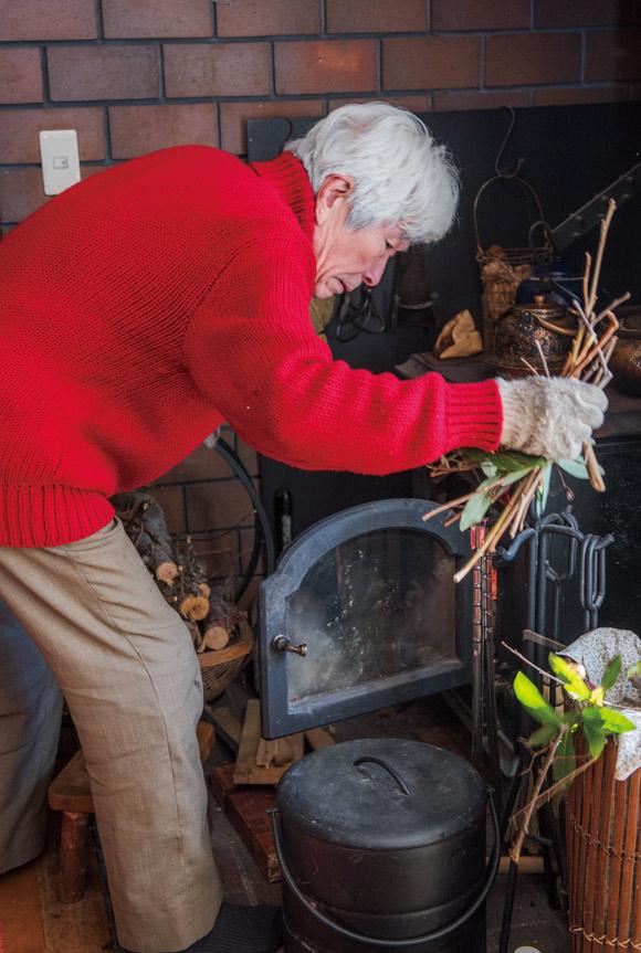 画像: 薪の管理は夫の担当