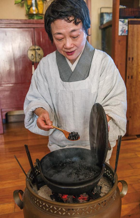 画像2: 豆を煮る 横山タカ子 信州四季暮らし