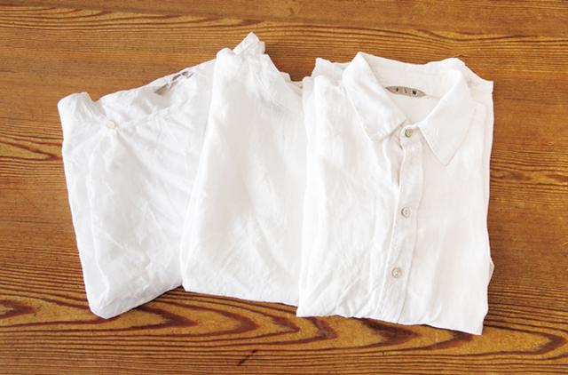 画像: 昔から、白いシャツが好き。丈の長さ、衿の有り無しなど、デザインに少しずつ違いはあるけれど、どれも、身に着けていて落ち着ける。見せてくれたものはすべてfogのもの。手触りのいいものが好み