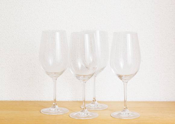 画像: 「ワイングラスは、酔った状態で洗うから、つい、割ってしまうこともあって」。ようやくたどり着いたのは、薄手だけれど丈夫な「リーデル」。いつでもまったく同じものが手に入るという、安心感