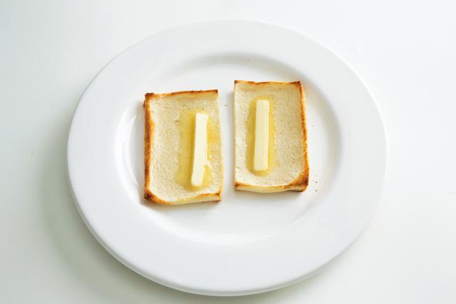 画像: 8枚切り食パンで 薄焼きバタートースト