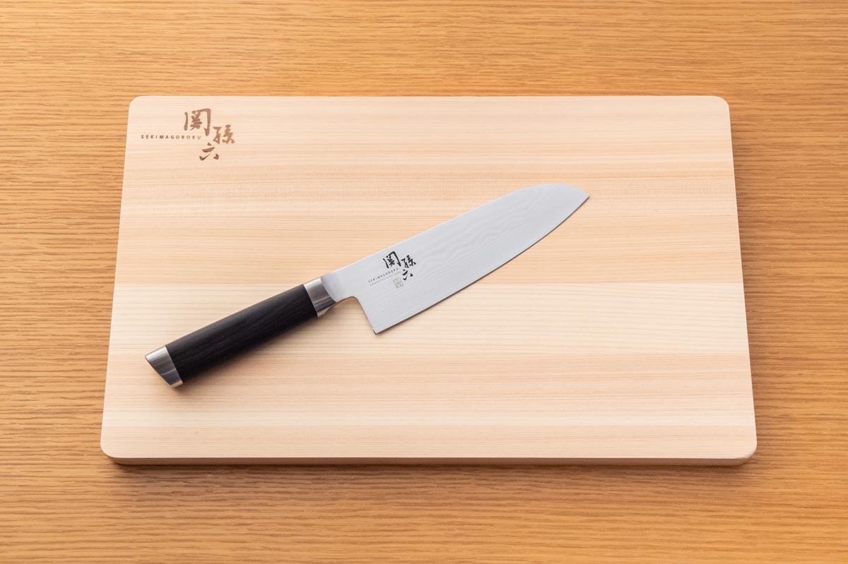 画像: 刃を傷めないためには、木製などのやわらかい素材のまな板がお薦め
