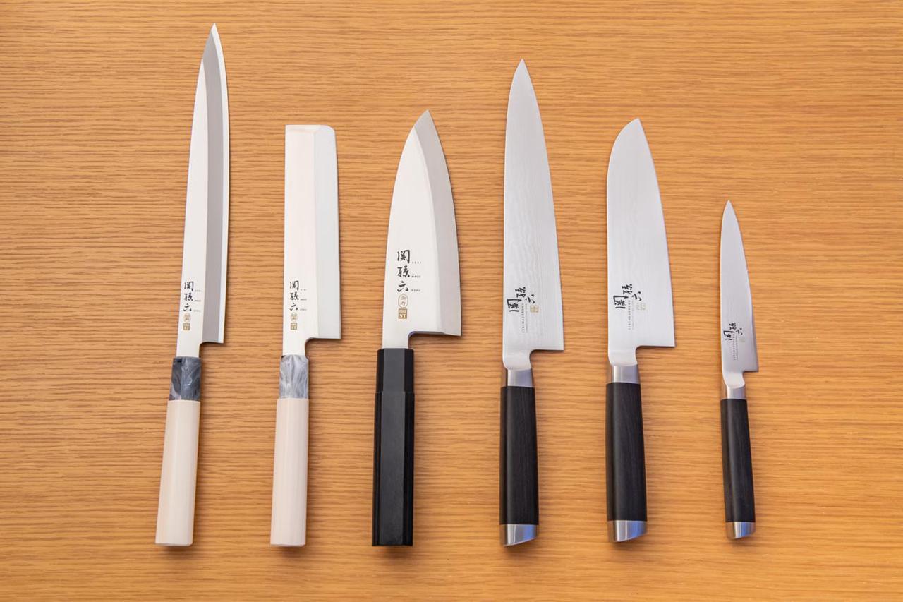 画像: 左から、和包丁の柳刃包丁・薄刃包丁・出刃包丁、洋包丁の牛刀・三徳包丁・ペティナイフ