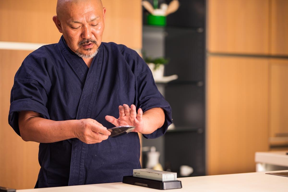 画像: 刃物メーカー「貝印」の包丁マイスターこと林泰彦(はやしやすひこ)さん