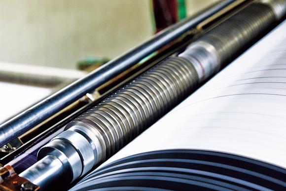 画像: 筒状のものが丸ペン。引く罫線の太さや間隔に合わせて組み替える