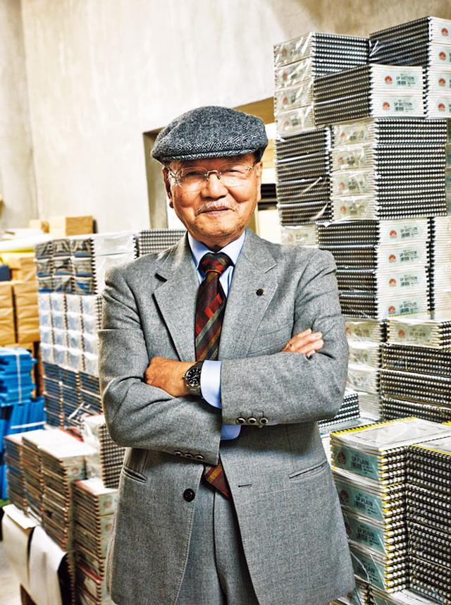 画像: 三代目社長の渡邉精二さん。大学卒業後、新商品開発の仕事に