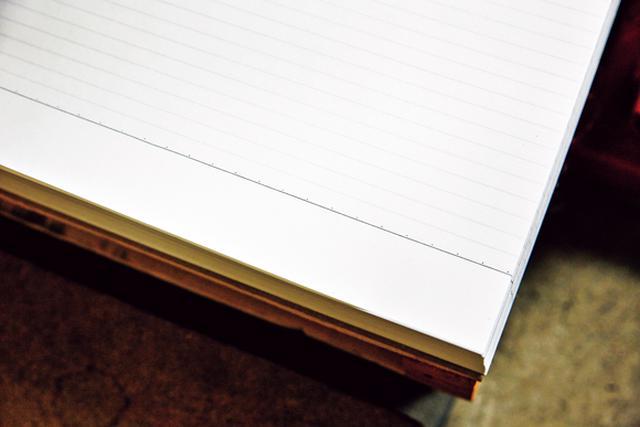 画像: 罫引きの特徴は、紙の端までしっかりと線が引かれていること。オフセット印刷の場合は面状の版を使う構造のため、端までは線が引けない