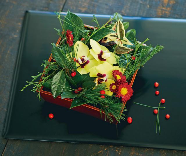 画像: ● 巻頭特集 平井かずみさん 季節を詰め込む、箱花のしつらい