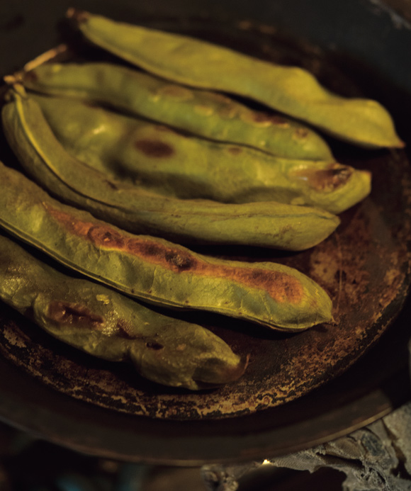 画像: そら豆と新玉ねぎのチーズトースト