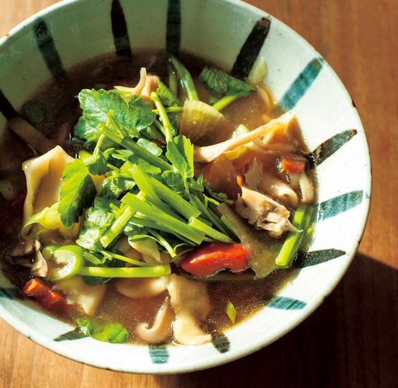 画像: 地元・宮城の郷土料理、ひっつみ。野菜たっぷりで、忙しい年末年始の定番料理