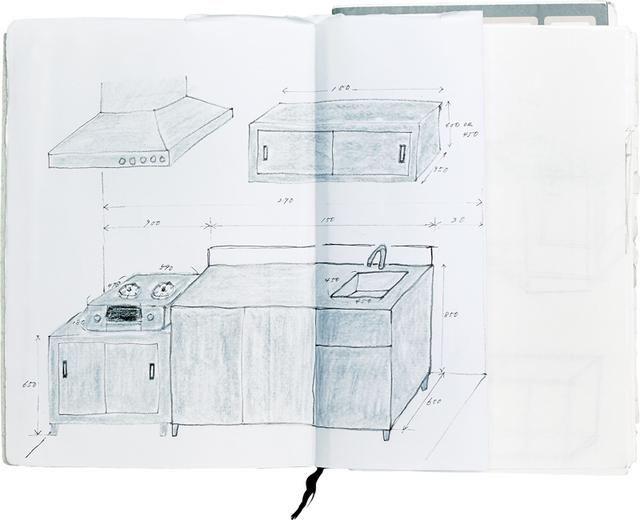 画像: 家に関する資料も、お手のもの リフォームする際に描いたキッチンのイラスト。「残念ながら実現しなかったのですが、サイズなどを細かく測って描き入れました」