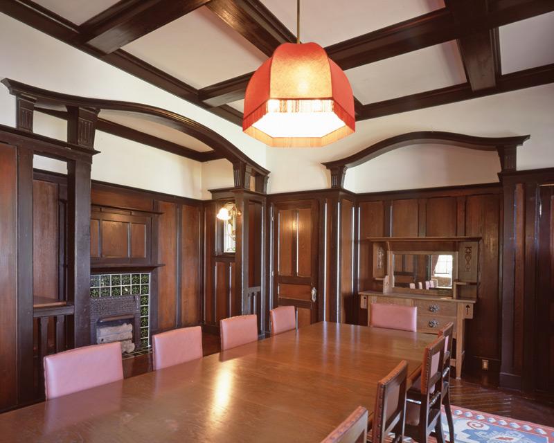 画像: 来客をもてなす空間だった食堂。アール・ヌーヴォーの様式の華やかな空間になっている