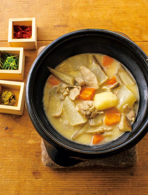 画像: 根菜と豚肉の白味噌豚汁風鍋
