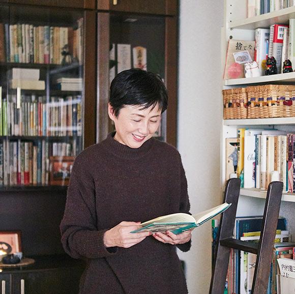 画像: 小川奈緒 さん、 山本ふみこ さん、 甲斐みのり さんがつくる 私を映す本棚、心の10冊