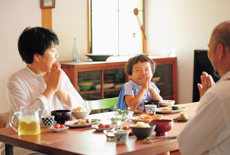 画像: 櫂くんの登校後に起きる千穂ちゃんと朝ごはん