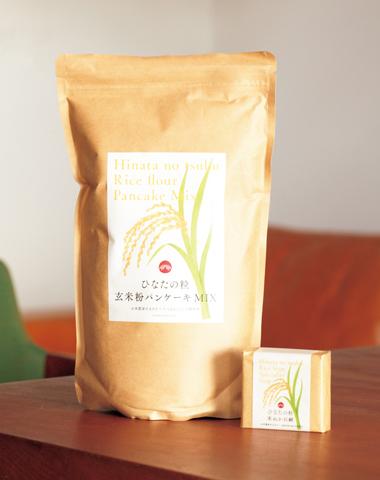 画像: 水害支援プロジェクトの御礼品。「たべるとくらしの研究所玄米粉パンケーキMIX」「Savon de Siestaオリジナル米ぬか石鹸」