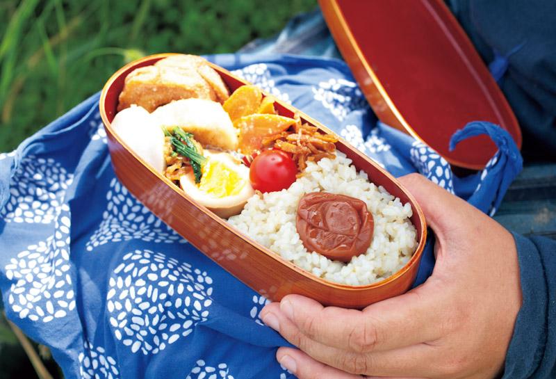 画像2: 12:00 田んぼで食べるお弁当は最高! 至福の時
