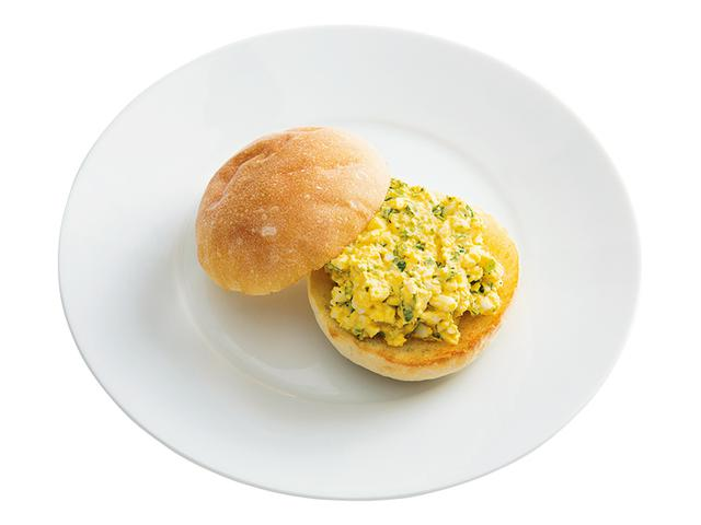 画像: 丸パンで パクチーマヨの玉子サンド