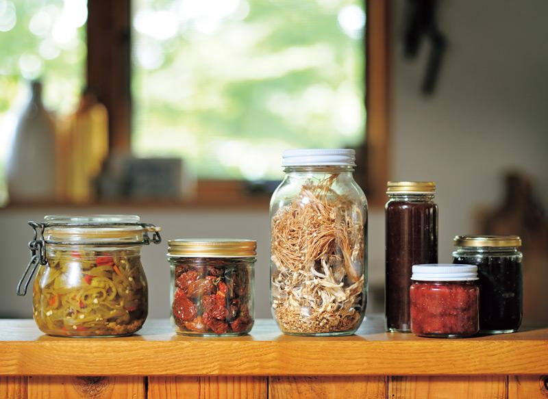 画像: 暖をとるための下準備と、オーガニック野菜の保存食