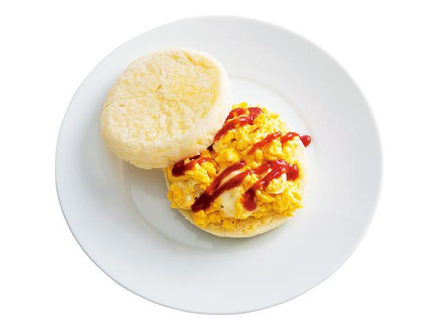 画像: イングリッシュマフィンで 半熟スクランブルエッグサンド