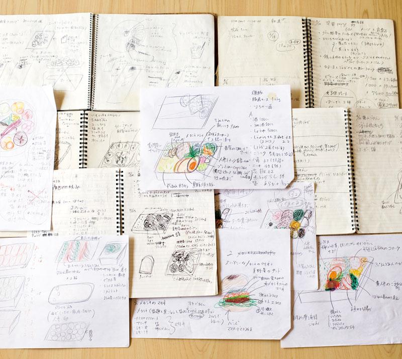 画像: スケッチブックは外出にも持ち歩き、アイデアが生まれた瞬間を逃さず描きつけているそう。「色づけに使うのは、高校時代に父親から贈られた80色の色鉛筆。食材の微妙な色合いを表現するのに、重宝しています」