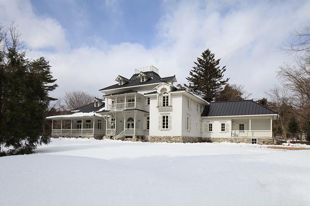 画像: 一面の雪景色の中で堂々とした佇まいを見せるその姿は、実に美しい