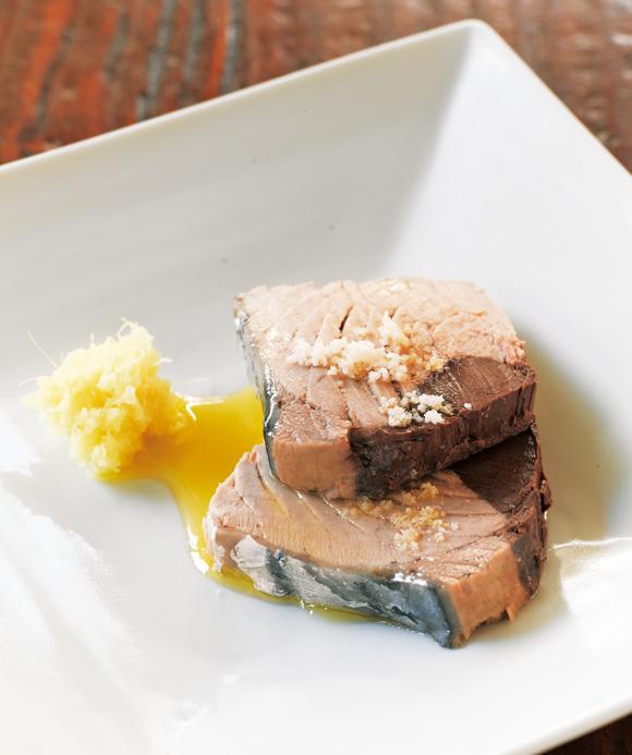 画像: 蒸したては、塩とオリーブオイルに、おろししょうがを添えてシンプルにどうぞ