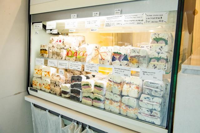 画像: ベーグルサンドが一番多く揃うのはオープン時(15種類ほど)。開店後はあれよあれよという間に売れていく
