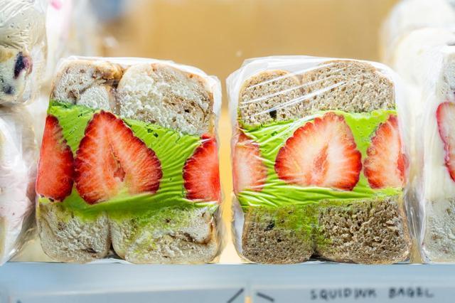 画像: 野菜や果物を使ったサンドには季節替わりのものも。季節ごとにどんな食材が登場するかも、楽しみのひとつ