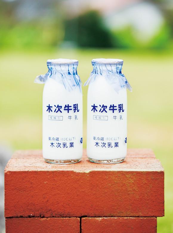 画像: 雲南市の幼稚園、小・中学校にはビンとパックの2種を出荷。老人ホームや病院、出雲市の教育機関などにも届けられる