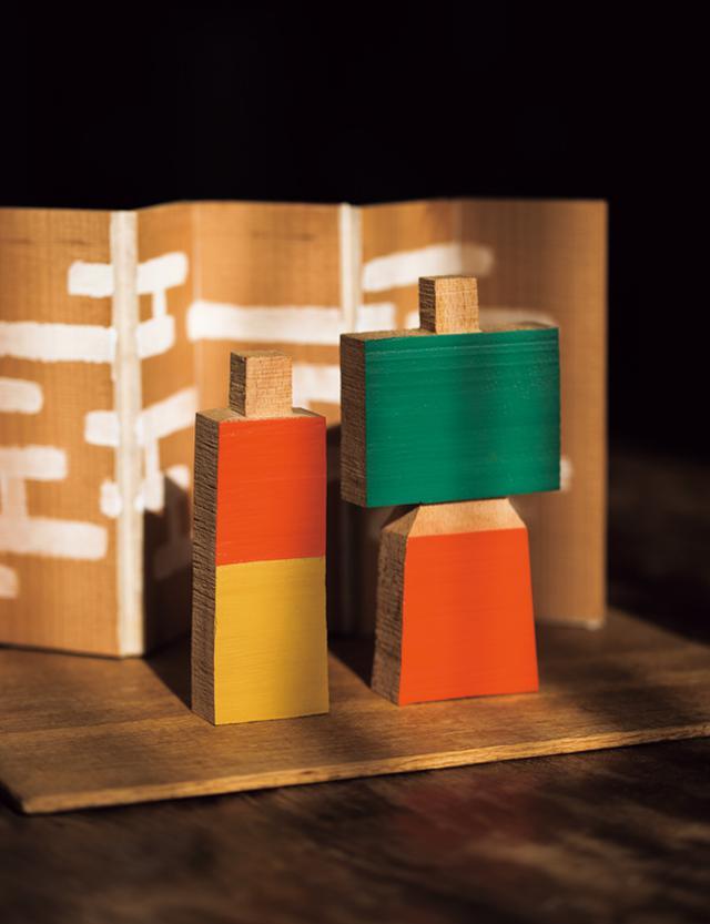 画像: 柚木沙弥郎さんの木製雛 コレクションのひとつ。いまでは貴重な品で、数年前、奇跡的に本人手渡しで購入。「90歳を過ぎてなお、刺激やときめき、わくわくする作品をつくりつづけている先生のお雛さまを、毎年飾れると思うだけで幸せな気持ちになります」