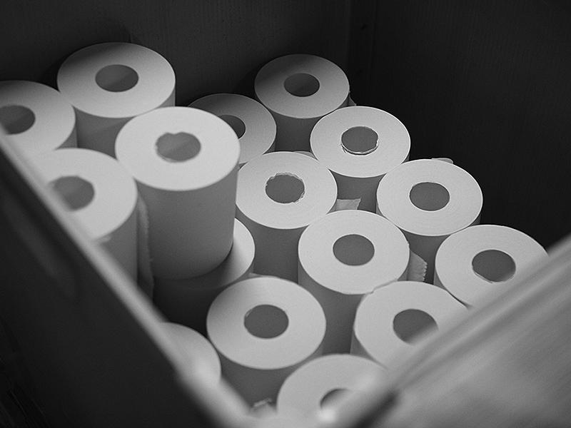 画像: 完成し、箱詰めされて出荷を待つトイレットペーパー