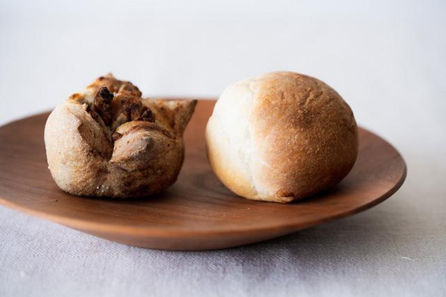画像: 写真左が「くるみマロン」(右は「丸パン」)
