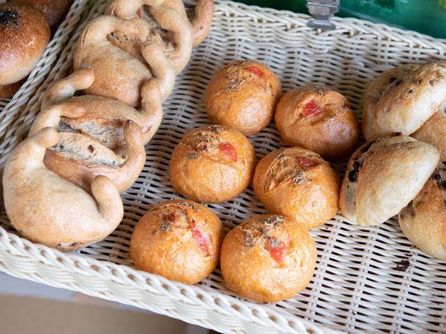 画像: イタリアの塩漬けドライトマトが入った「半ドライトマト」、国産の生姜を使った「ジンジャー」などプチパンも人気